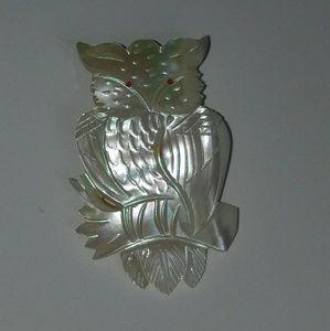 Vintage Mother Of Pearl Carved Owl Brooch